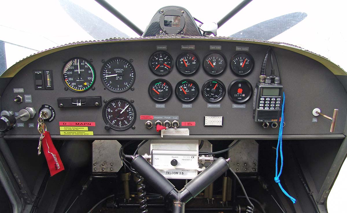 STOL CH 701 Instrument Panel and Cabin Interior Photos