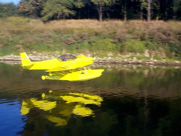 ZODIAC Photo Library - Floats, amphibious floats, pontoons